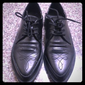 T.U.K. Men's 7 (US), Women's 9 Dress Shoe.
